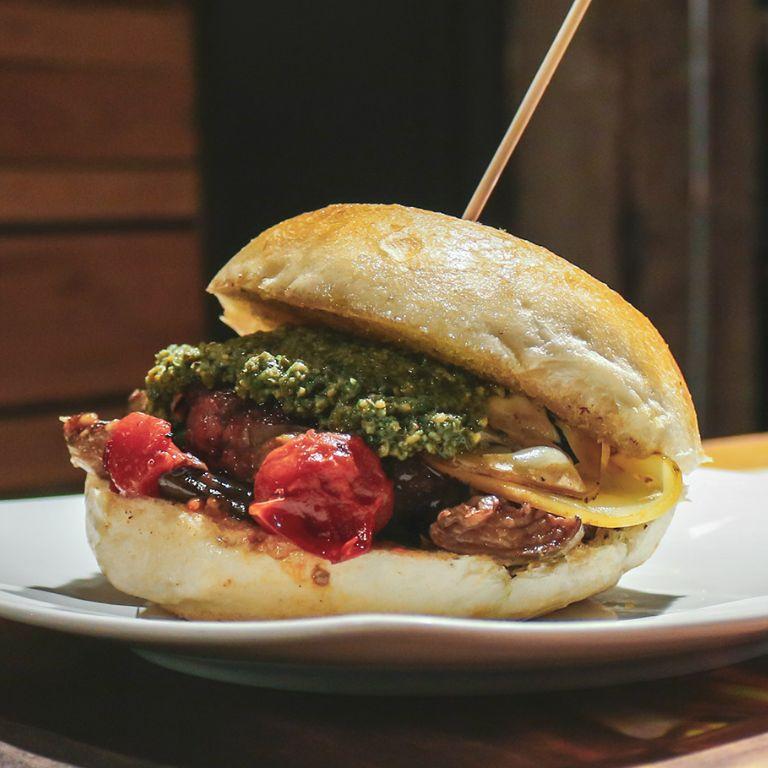 Pub Paninoteca Barbecue Wine Bar Birreria Fast Food Rosticceria Alexander Burger Grill Vomero