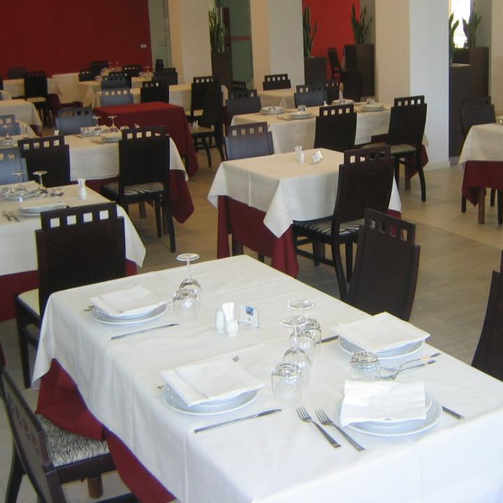 Ampia sala Hotel Royal, Porto d'Ascoli (6)
