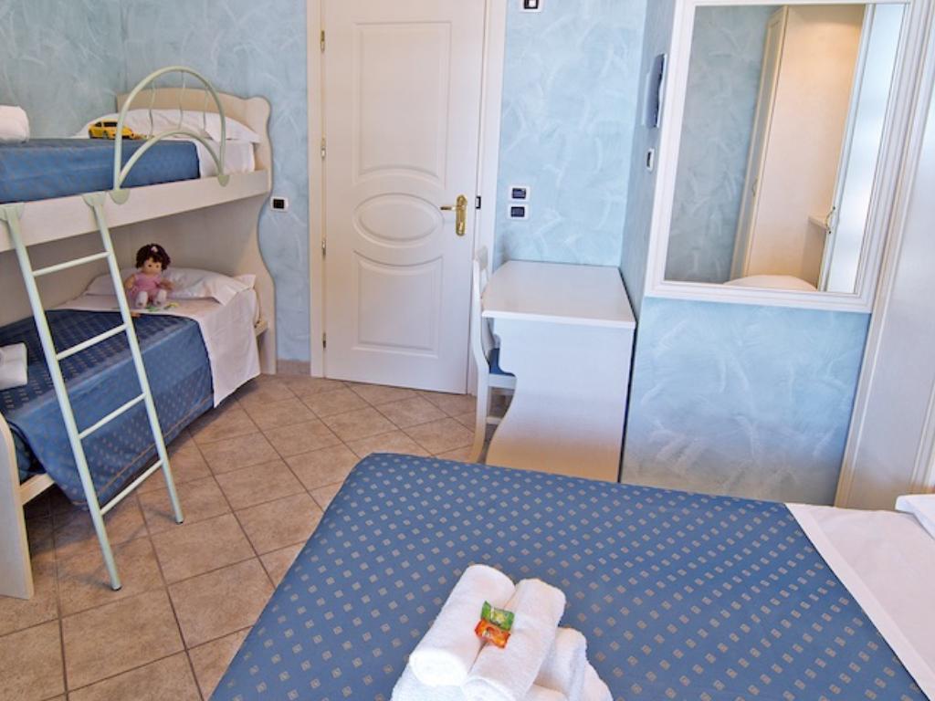 Camera con vista mare, Family Room Hotel Capital, Cupra Marittima (2)