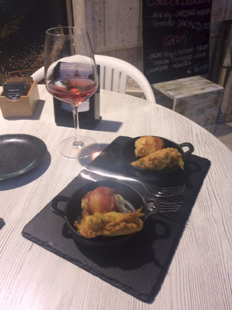 Happy Hour & After-dinner Wine Bar Coffee Bar Karibu Sant'Onofrio-Floriano