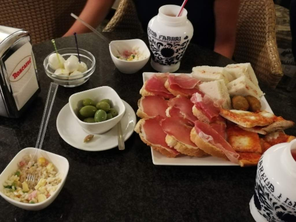Coffee Bar Wine Bar Happy Hour & After-dinner Bar Modus Li Puzz