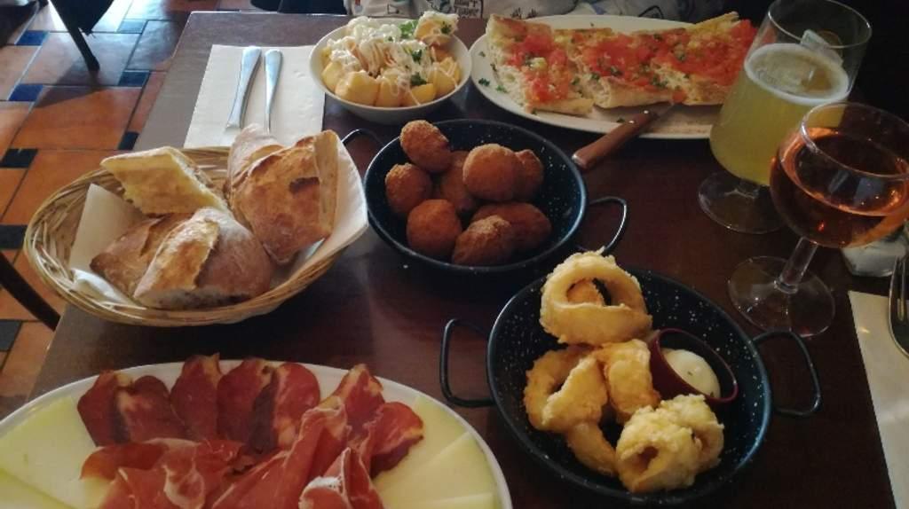 Restaurant Canas y Tapas Serris