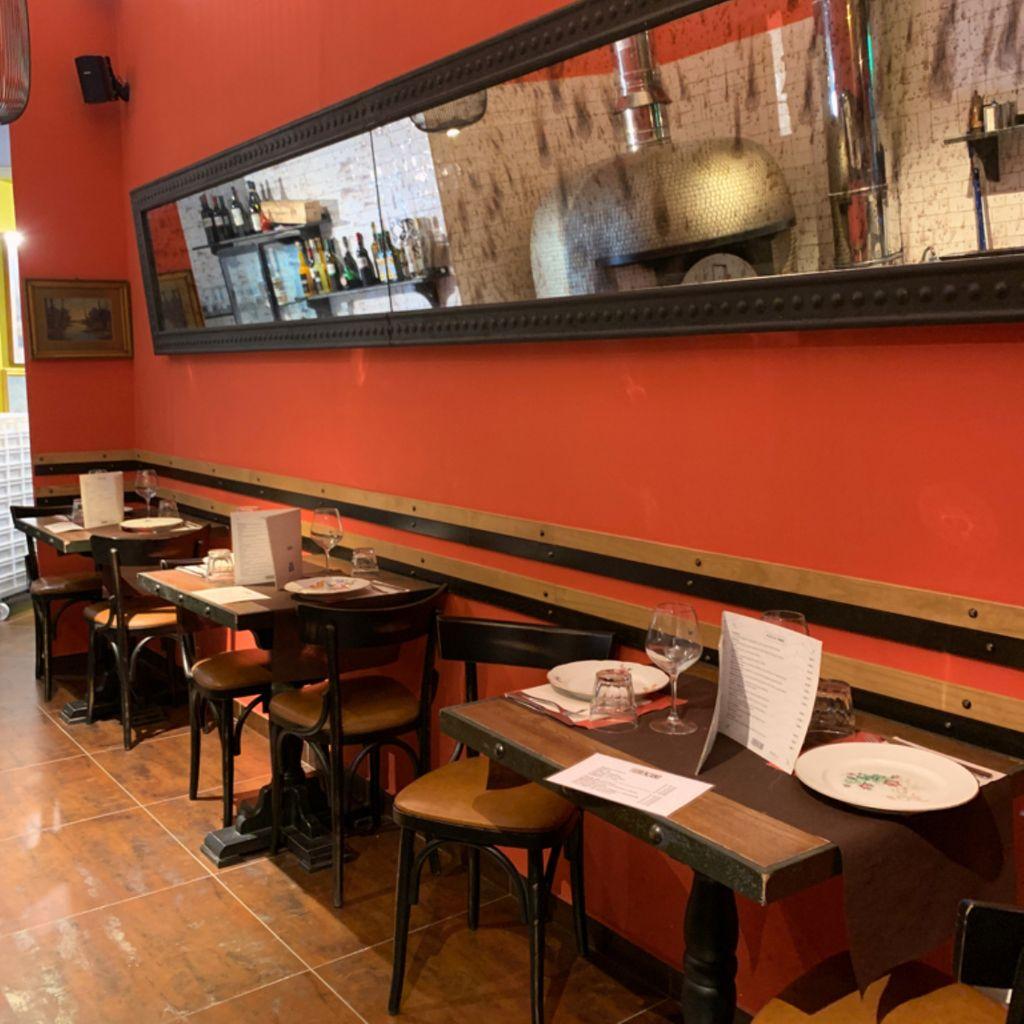 Pizza place Diner Restaurant Trattoria Street Food Fiorenzano Pizzaioli dal 1897 Vomero