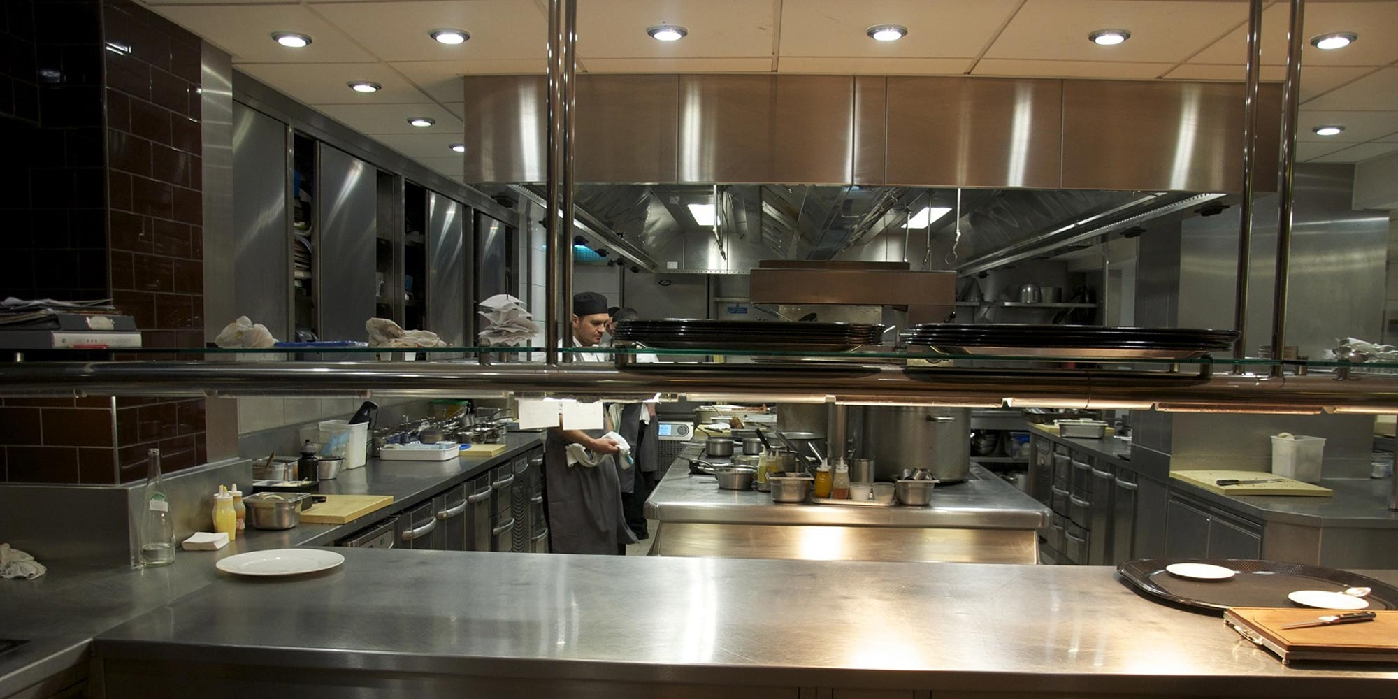 PLANNING A KITCHEN RESTAURANT: THE EQUIPMENT