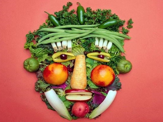 , 10 EATING HABITS: BEYOND VEGANS, SMOOTHIE LOVERS AND RAW FOODISM