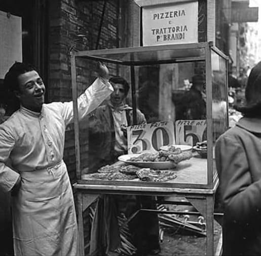 , L'INVENZIONE DELLA PIZZA MARGHERITA E LA PIZZERIA BRANDI, Foodiestrip.blog