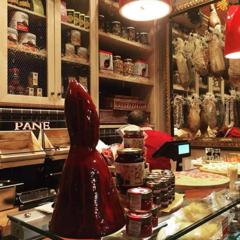""", JANUARIUS, IL LOCALE """"UNO E TRINO"""" DEDICATO A SAN GENNARO, Foodiestrip.blog"""